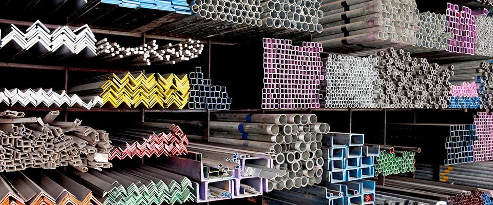 Materiały budowlane posegregowane wmagazynie